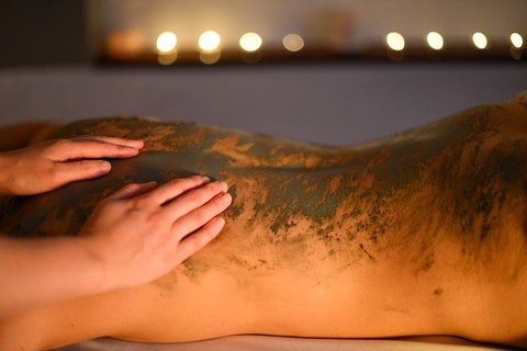 Cleansing back and hand massage