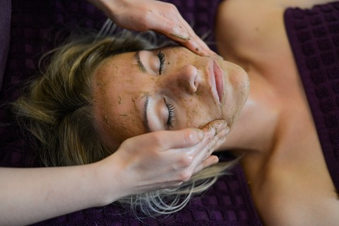Aroma Glow Facial Massge in the Lake District
